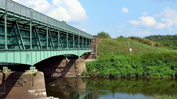 Erbaute Trogbrücke Mittellandkanal über die Leine